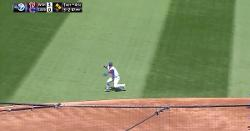 WATCH: Javier Baez wows with heads-up defensive play