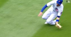 WATCH: Kris Bryant flashes leather with diving snag in right field