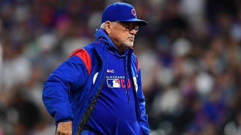 Cubs manager Joe Maddon made multiple unpleasant walks to the mound during Tuesday's defeat. (Credit: Ron Chenoy-USA TODAY Sports)