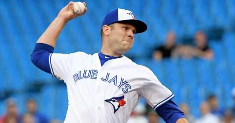 Jays get pitching prospect Hatch from Cubs