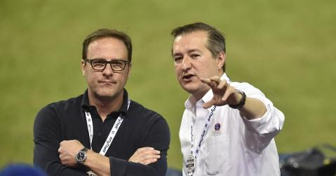 Todd Ricketts (left) works alongside Tom Ricketts (right), his brother, as part of the Chicago Cubs' ownership group. (Credit: David Richard-USA TODAY Sports)