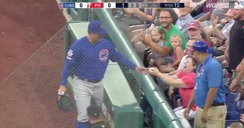 Thanks to Anthony Rizzo's kindness, a fan changed from fearful to happy in a matter of seconds.