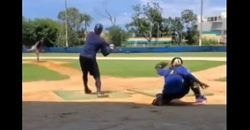 WATCH: Javy Baez shows off his catching skills