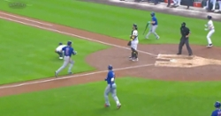 WATCH: Javier Baez catches Brewers sleeping, scores from third base on crazy play