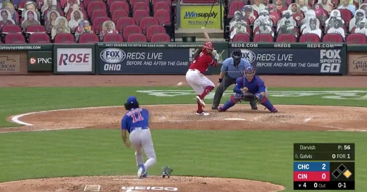 In the fourth inning of the Cubs-Reds clash at Great American Ball Park on Saturday afternoon, Yu Darvish's glove fell off in the middle of a pitch.