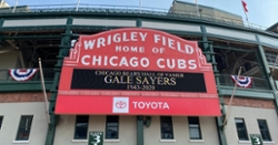 LOOK: Cubs pay tribute to Gale Sayers at Wrigley Field