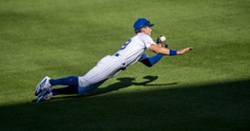 Cubs re-sign speedy outfielder