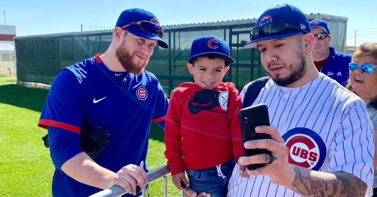 Craig Kimbrel took time to sign several autographs for Cubs fans