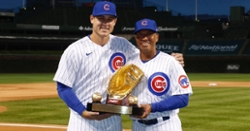 Anthony Rizzo receives his 2019 Gold Glove Award