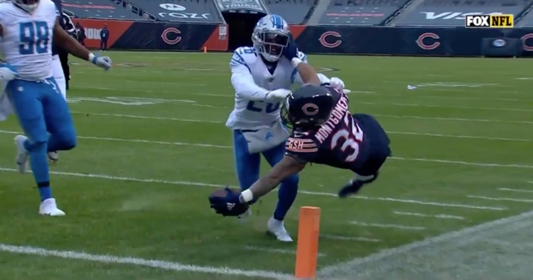 Chicago Bears running back David Montgomery reached the football out over the goal line for an early score.