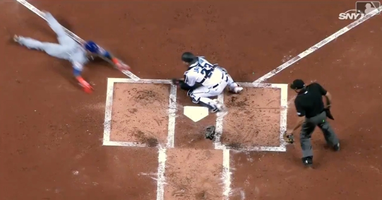 Javier Baez utilized his signature swim move when avoiding a tag and scoring a run for the Mets.