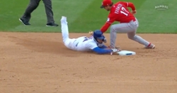 WATCH: Javier Baez avoids being tagged on steal attempt using trademark swim move