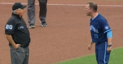 WATCH: Interim Cubs manager Andy Green gets ejected for arguing