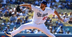 Clayton Kershaw dominates as Cubs drop series finale to Dodgers