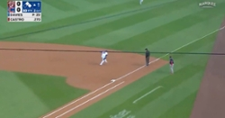 WATCH: Anthony Rizzo robs Starlin Castro of hit with nice leaping snag