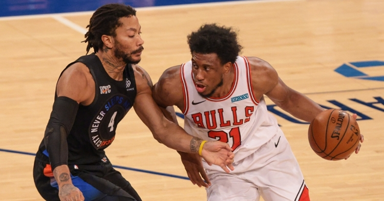 Young dribbling against D-rose (Vincent Carchitetta - USA Today Sports)