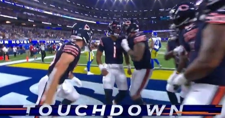 WATCH: Justin Fields scores his first NFL touchdown