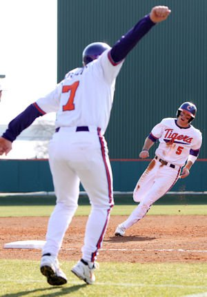 Mike Freeman had two doubles, three runs, one RBI, two walks, and two stolen bases.  (photos: fotoman)
