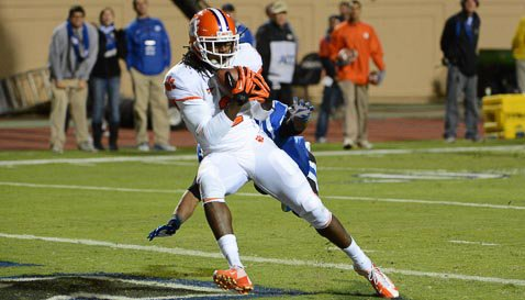 Clemson rolls up 718 yards of offense in 56-20 rout of Duke
