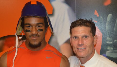 Beasley poses with defensive coordinator Brent Venables after the game