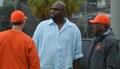 Albert Haynesworth (center) talkes to Brent Venables and Woody McCorvey at Tuesday's practice