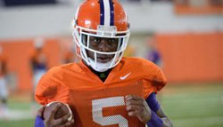 Former Clemson WR signs with Texans