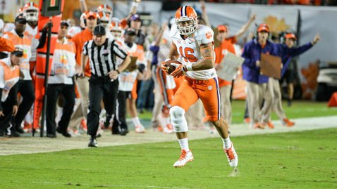 Leggett turned this catch into a 43-yard gain against Ohio St. in the Orange Bowl