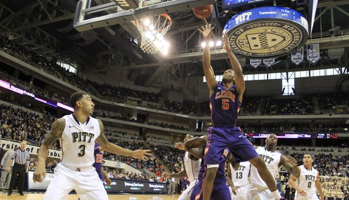 Blossomgame had 18 points, including this early dunk (Photo by Charles LeClaire)