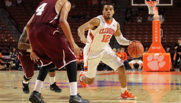 Avry Holmes hit a 3-pointer late to put Clemson up by 19 (Photo by Dawson Powers, USAT)