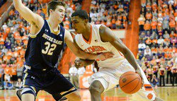 Final shots won't drop, Irish avoid the upset in Littlejohn