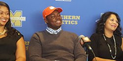 WATCH: Tremayne Anchrum commits to Clemson