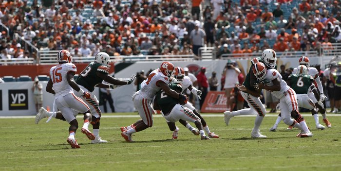 Clemson's defense held Miami to 146 total yards.