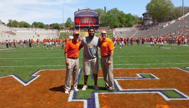 Christian Wilkins poses with Clemson head coach Dabo Swinney and Clemson President James Clements