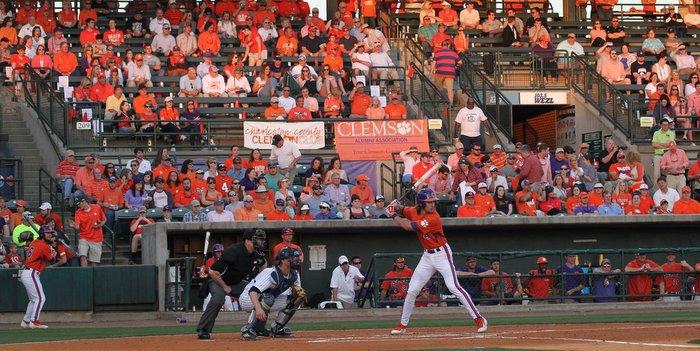 Dandy Dozen: Tigers maul Bulldogs in series opener