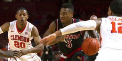 Clemson holds on to beat Louisville, wins third in a row