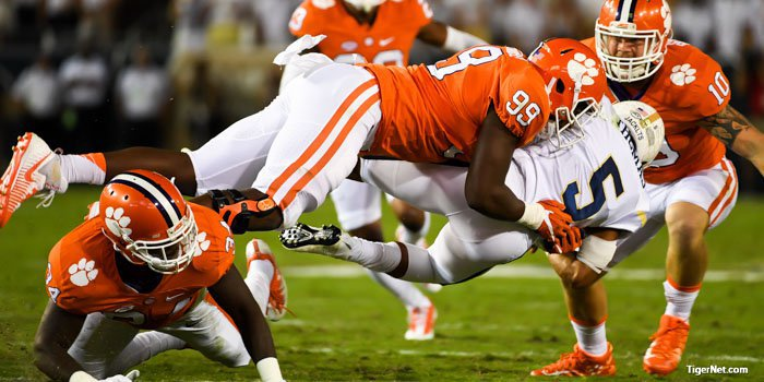 Clelin Ferrell stops Tech quarterback Justin Thomas