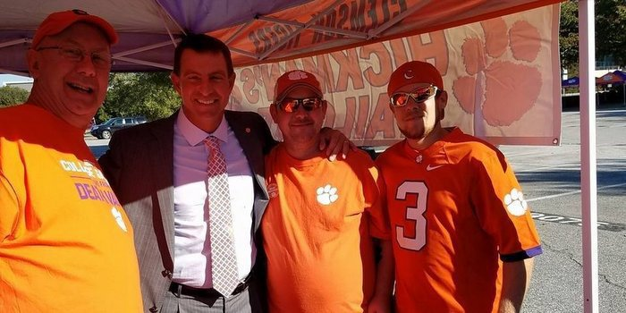 Swinney poses with the Hickman family Saturday (Photo courtesy of Eddie Hickman)