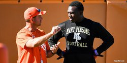 Four-star defensive end has Clemson in final five