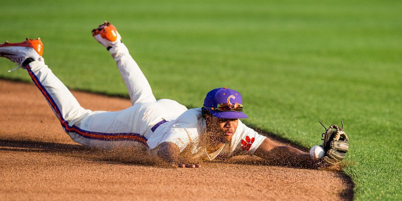 Jordan Greene tries to corral an early ground ball (Photo by David Grooms)