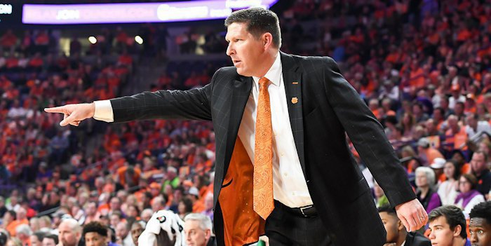 Hokies hit free throws, tame Tigers 82-81