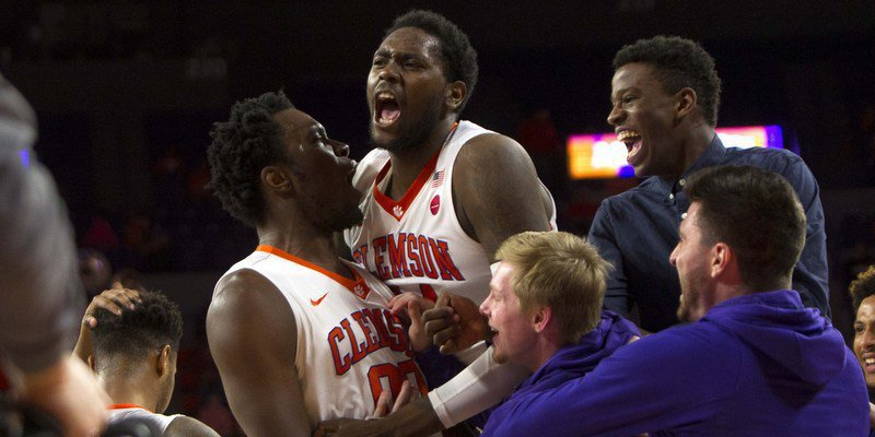 Robertin is greeted by his teammates after an early dunk (Photo by Joshua S. Kelly, USAT)