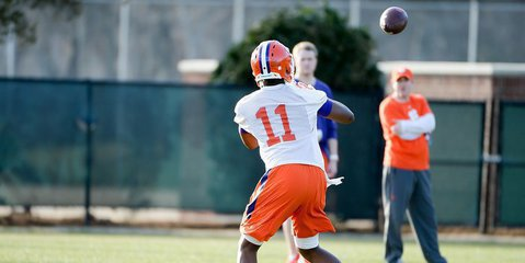 Swinney says tight end Shadell Bell will make an impact