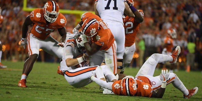 Austin Bryant takes down Auburn quarterback Jarrett Stidham