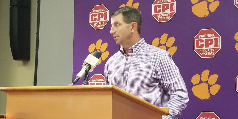 Swinney previews Syracuse Tuesday in the team room