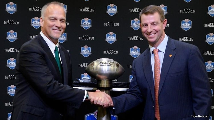 Miami's Mark Richt and Swinney shake hands after Friday's press conference.