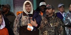 Clemson 5-star OL target decommits from Tennessee