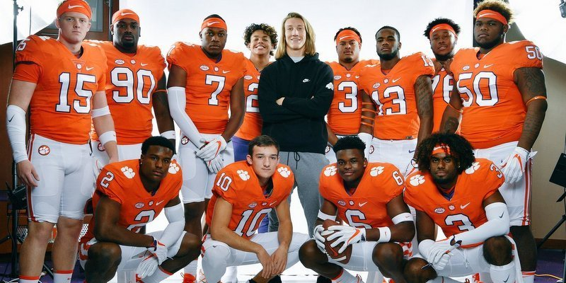 The recruits take a picture together Sunday morning (Photo courtesy of Clemson Football Twitter)