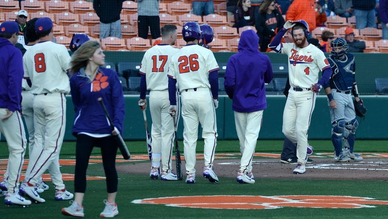 Hot Tigers rip Blue Hose in winning fifth straight