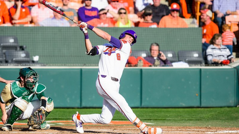 Logan Davidson takes a swing early in the game (Photo by David Grooms)