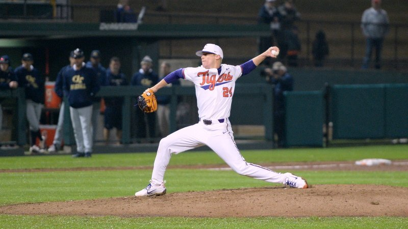 Tigers drop series finale to No. 11 Cards